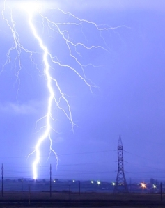 Lightning_over_Oradea_Romania_zoom